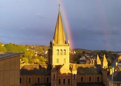 Vire, Arc en ciel sur l'église Ste-Anne