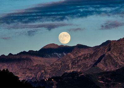 Pleine lune sur les Pyrénées